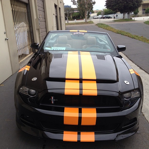 2013-mustang-racing-stripes
